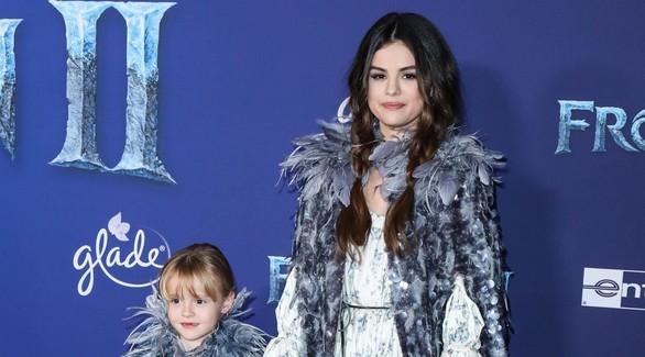 Селена Гомес с младшей сестрой на премьере «Холодного сердца 2»
