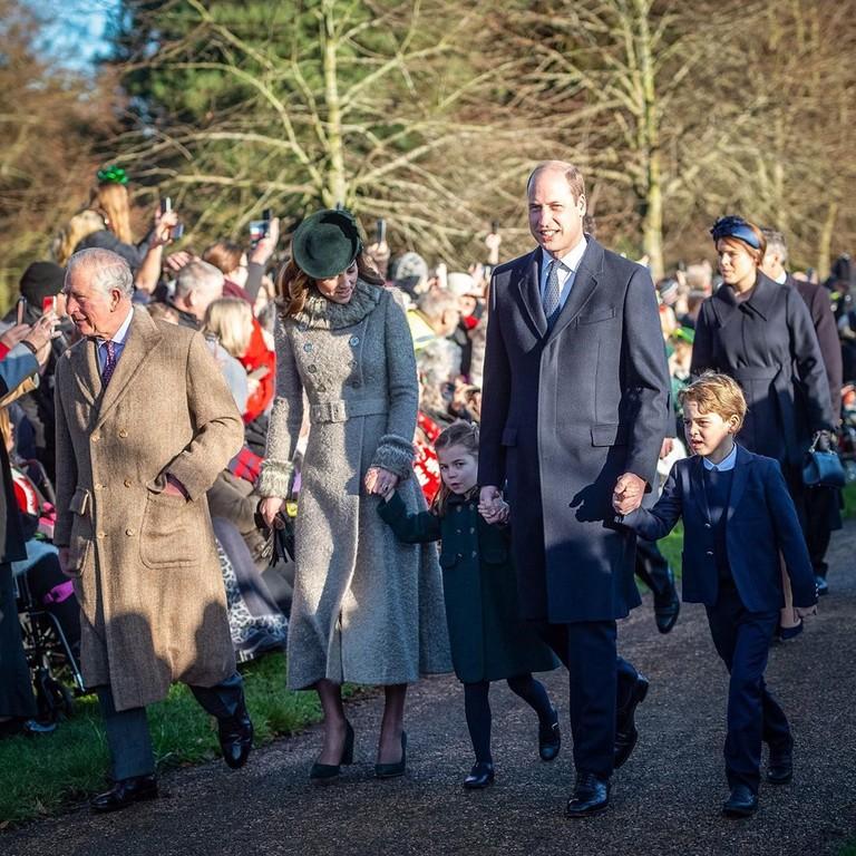 Принц Чарльз, Кейт Миддлтон, принцесса Шарлотта, принц Уильям и принц Джордж