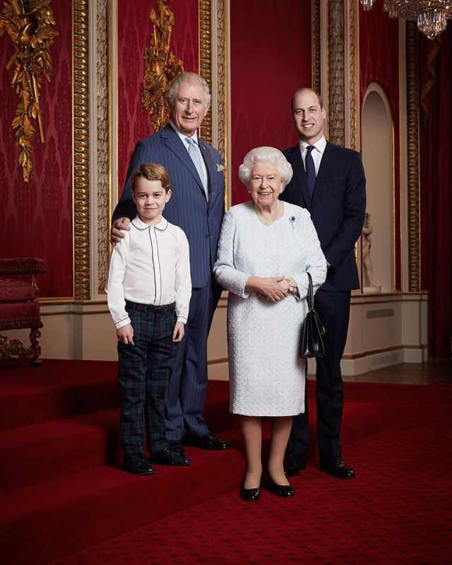 Принц Чарльз, принц Уильям, принц Джордж и королева Елизавета II