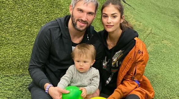 «Мы очень тебя ждем»: жена Александра Овечкина сообщила о второй беременности