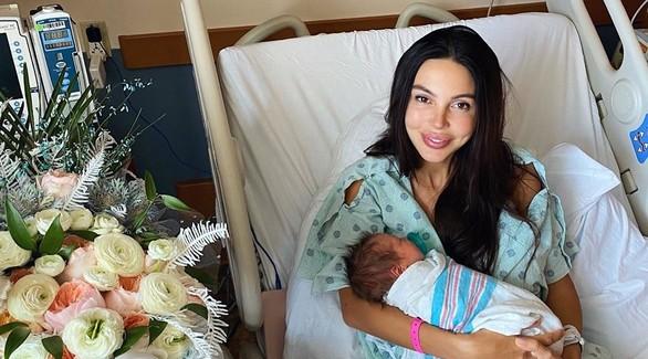 «Мы уже едем домой». Оксана Самойлова с новорожденным сыном выписалась из больницы