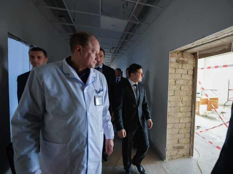 Президент ознакомился с ходом ремонта Бориспольской больницы, который должен закончиться 1 июля