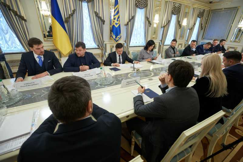 Президент подчеркивает важность решения проблемы нелегальных нефтеперерабатывающих заводов и АЗС