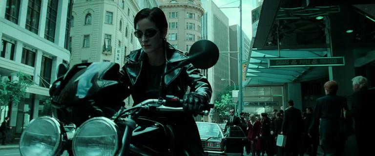 Кэрри-Энн Мосс в роли Тринити в «Матрице». 1999 год.