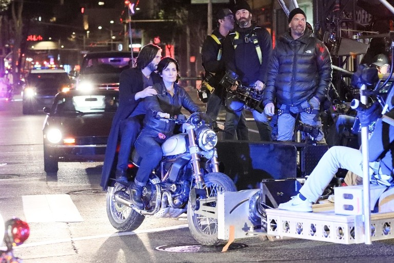 Киану Ривз и Кэрри-Энн Мосс на съемках «Матрицы 4»