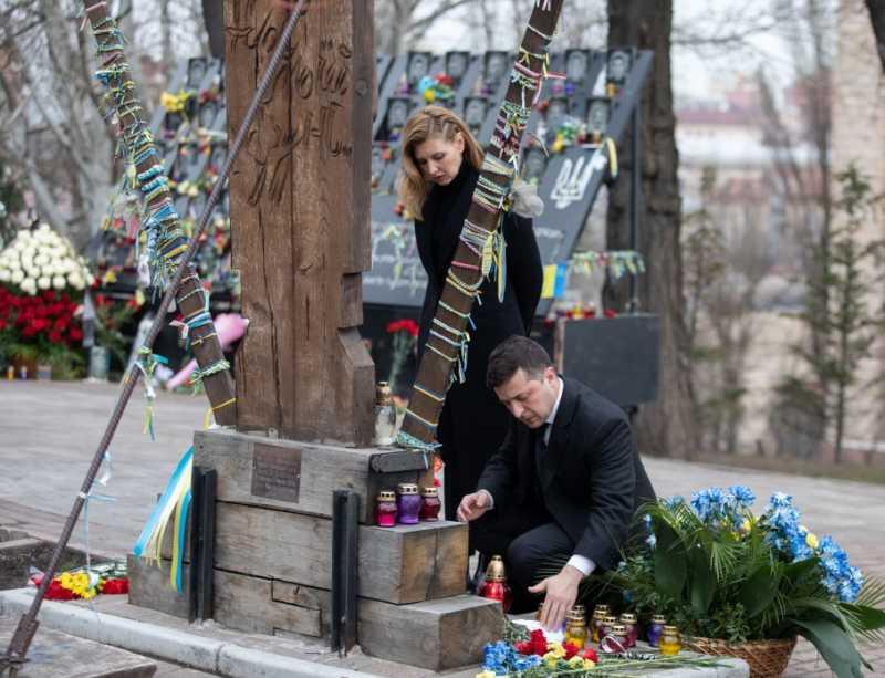 Владимир Зеленский вместе с супругой почтили память Героев Небесной Сотни