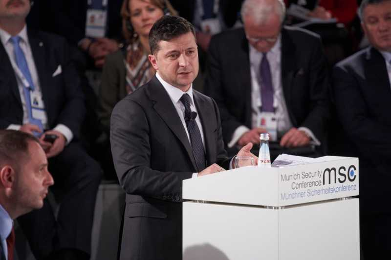 Вопрос войны на востоке Украины не может терять актуальности, пока он не будет решен окончательно – Президент
