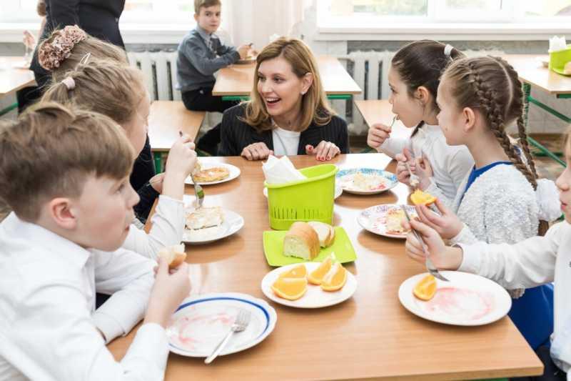 Елена Зеленская ознакомилась с новыми подходами к питанию в школах Киева и области