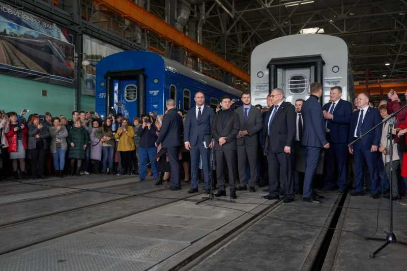 Государство закажет три дизель-поезда и 90 вагонов – Владимир Зеленский в ходе визита на Полтавщину