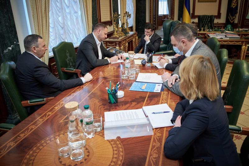 Президент провел селекторное совещание с регионами