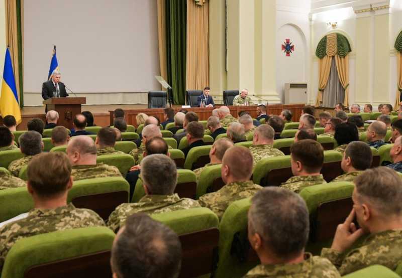 Украинские военные должны иметь мощный «мотивационный пакет» – Президент в ходе представления нового министра обороны