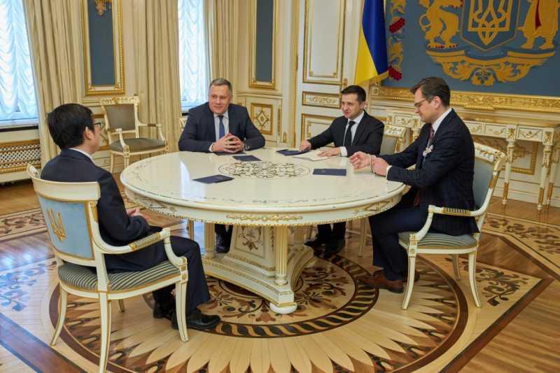 Владимир Зеленский обсудил с новоназначенным Послом Китая в Украине вопросы противодействия распространению коронавируса