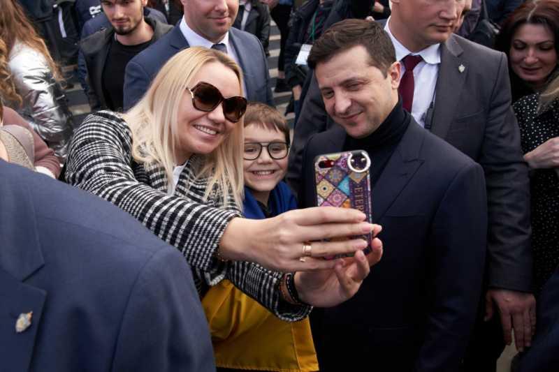 Владимир Зеленский в медцентре «Новые Санжары» встретился с гражданами, пребывавшими на обсервации после эвакуации из Уханя