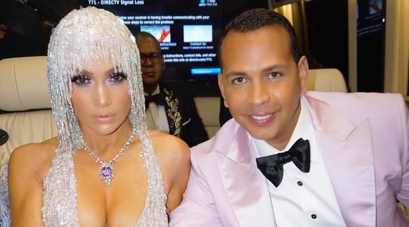 Дженнифер Лопес перенесла свадьбу с Алексом Родригесом на неопределенный срок