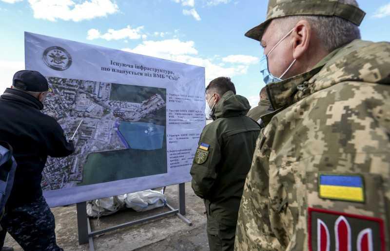 Владимир Зеленский ознакомился с планом развития базы «Восток» ВМС Украины в Бердянске