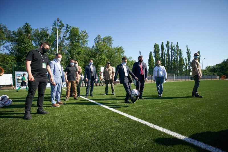 «Большое строительство»: Президент принял участие в открытии обновленного стадиона в Новой Каховке