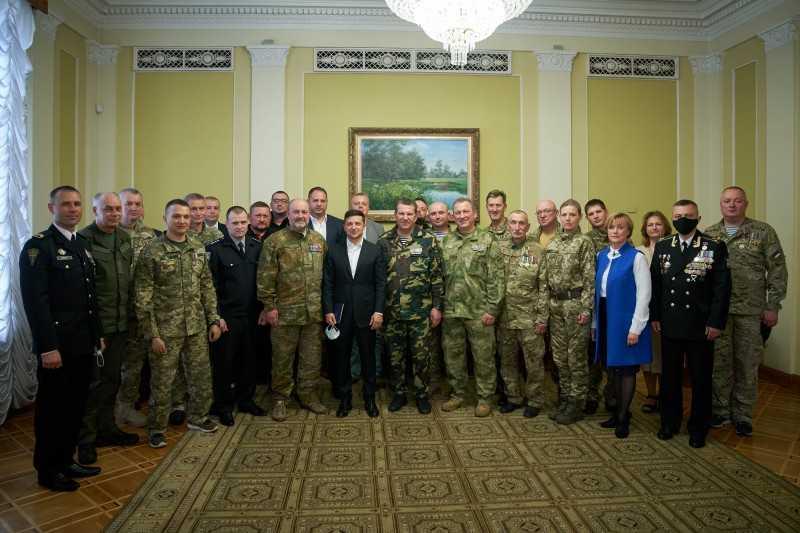 Владимир Зеленский выступает за разработку общенационального плана по преодолению проблем ветеранов и семей погибших военных