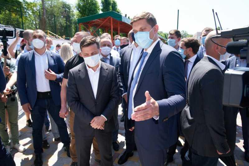 «Большое строительство»: Президент принял участие в открытии реконструированного стадиона на Одесчине и ознакомился с проектами в дорожном строительстве