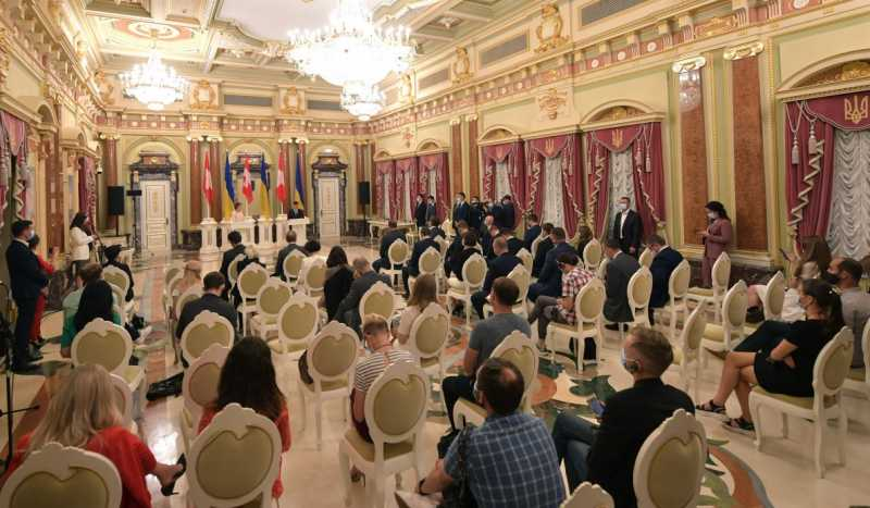 Глава государства – о ситуации в Луцке: Делаем все, чтобы освободить граждан