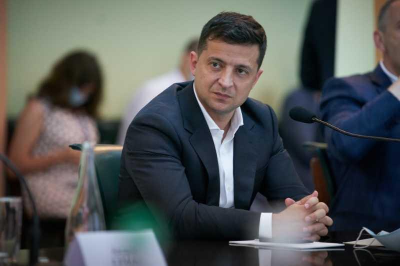 На должность вице-премьер-министра по промышленной политике мы сейчас выбираем наилучшую кандидатуру – Владимир Зеленский