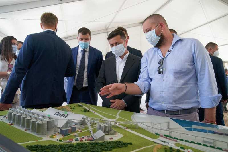 Президент ознакомился с работой терминалов и инвестиционными проектами ТИС и государственного стивидора ГП «Южный»