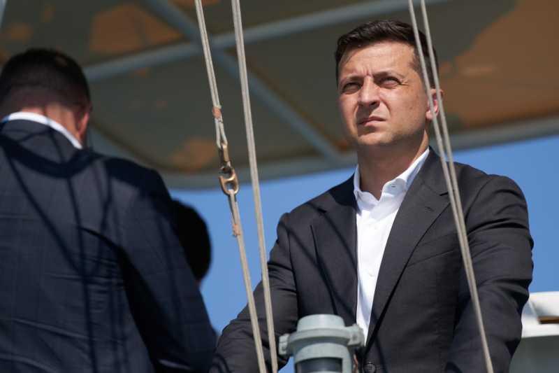 Президент ознакомился с состоянием ликвидации последствий аварии танкера Delfi в Одессе