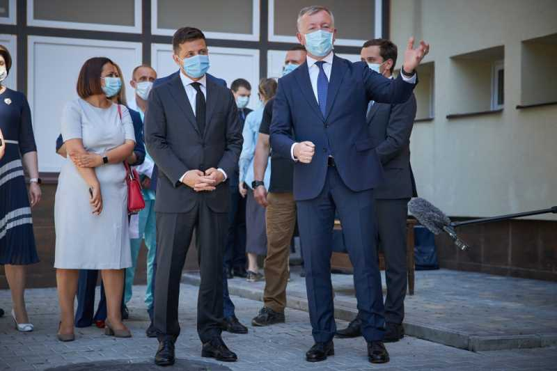Президент пообщался с медиками Черновицкой областной клинической больницы: Будем делать все, чтобы врачи были защищены
