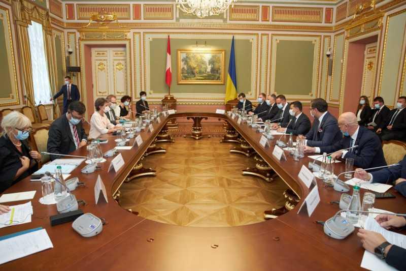 Президент призывает Швейцарию присоединиться к развитию туристической отрасли Украины