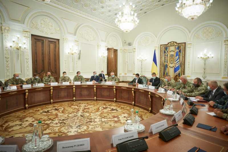 Президент во время встречи с резервистами: Украине повезло, что у нее есть такие герои
