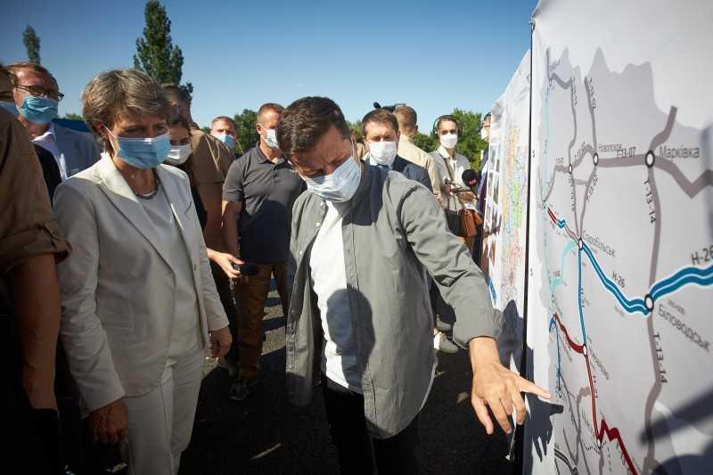 Президенты Украины и Швейцарии ознакомились с объектом «Большого строительства» и пообщались с фермерами Луганщины