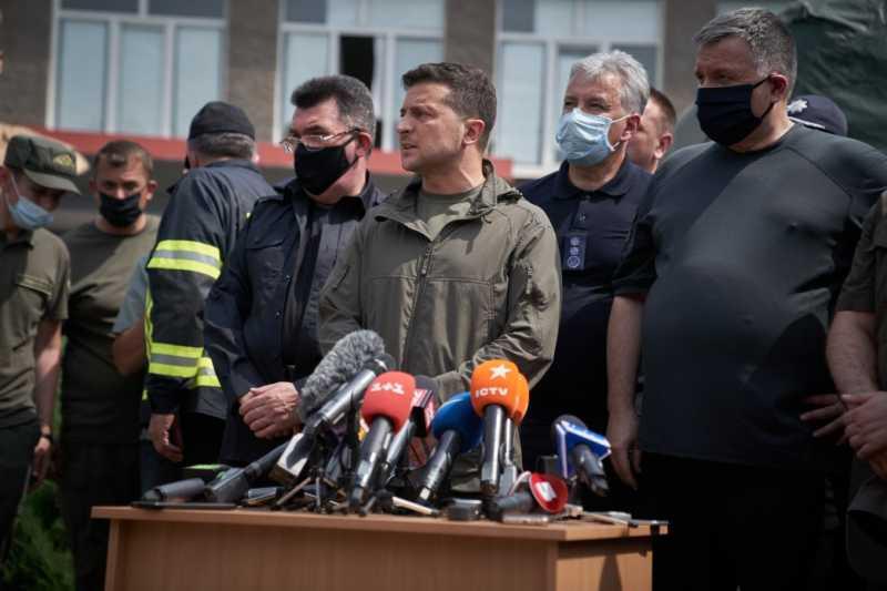 Семьям, которые потеряли дома из-за пожаров в Луганской области, будет выделено по 300 тыс. грн компенсации – Президент