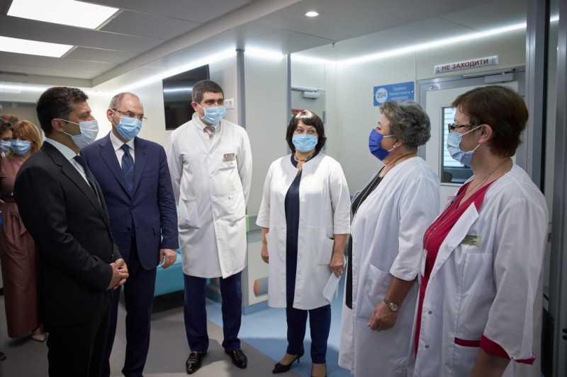 Владимир Зеленский: Медицинская реформа должна включать улучшение условий труда врачей – современное оборудование и достойную зарплату