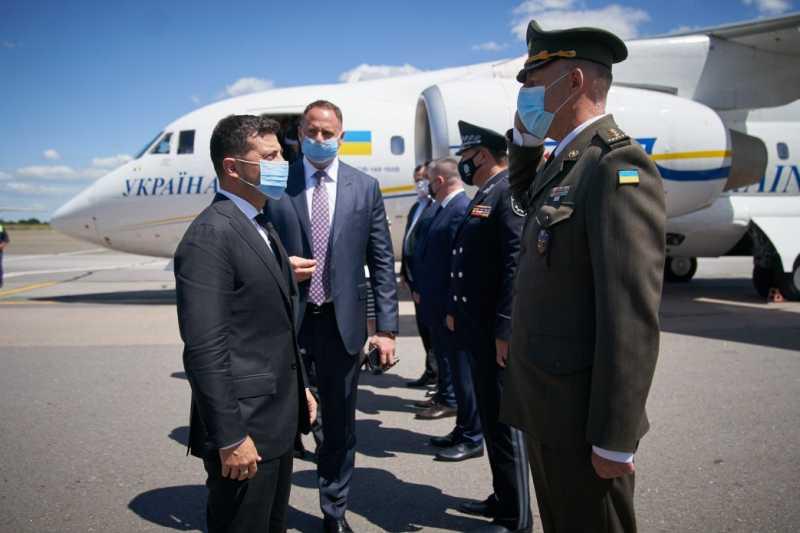Владимир Зеленский прибыл с рабочей поездкой на Буковину