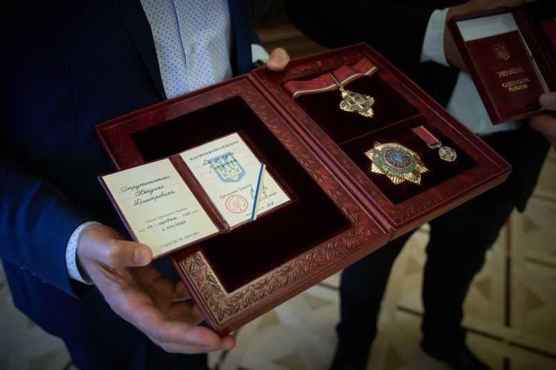 Владимир Зеленский вручил государственные награды, присвоенные по случаю Дня Конституции: Это возможность для государства продемонстрировать отношение к своим очень талантливым гражданам