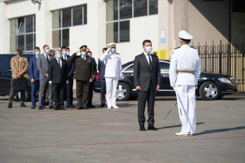 Военные моряки должны почувствовать себя супергероями, которые очень нужны Украине – Президент