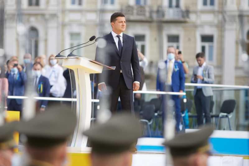 Глава государства: Хватит бороться за то, кто правильнее любит Украину, она мечтает, чтобы мы были сплоченными