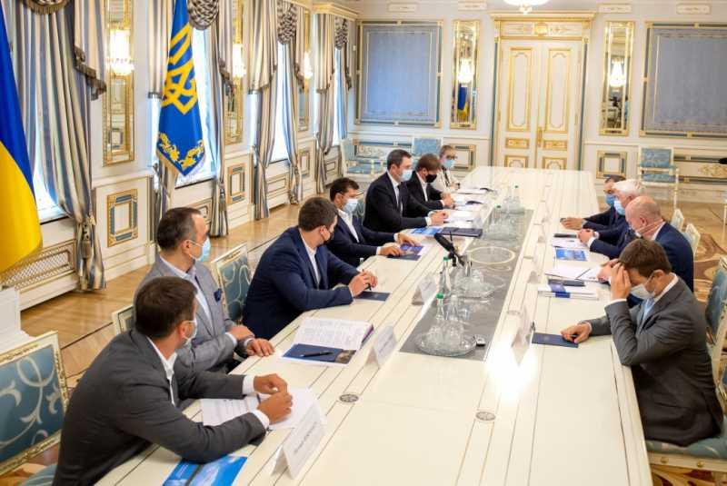 Мы всегда поддерживаем проекты, которые предоставляют рабочие места и повышают имидж Украины – Президент на встрече с инвесторами