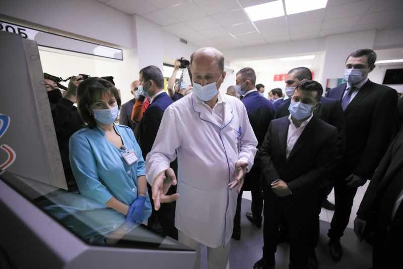 Президент осмотрел обновленную Бориспольскую больницу, которую по его поручению начали ремонтировать год назад