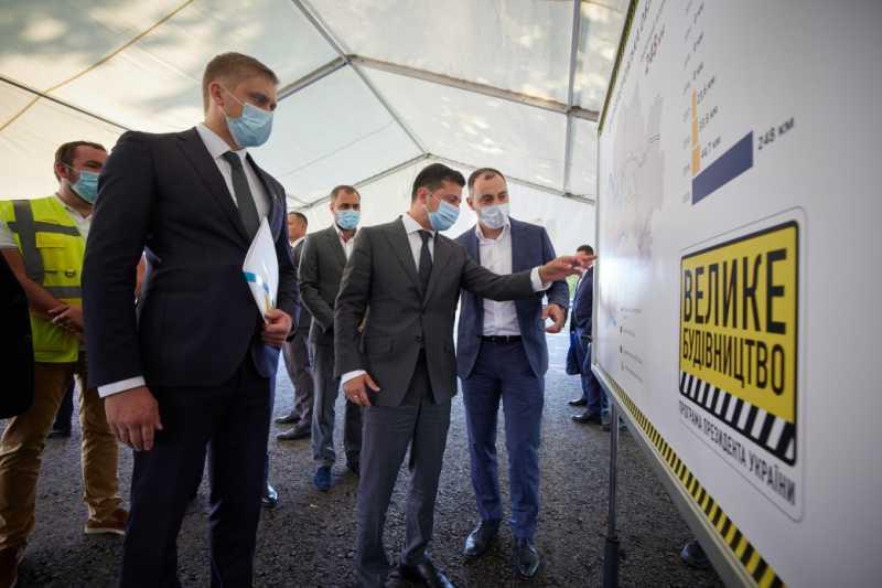 Президент осмотрел восстановление инфраструктурных объектов в рамках «Большого строительства»: Приятно видеть, что Днепропетровщина строится