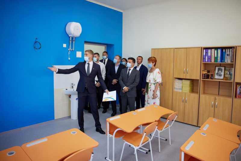 Президент проверил готовность гимназии в Днепре к учебному году