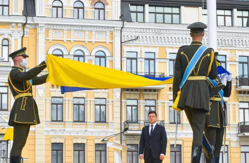 Президент: Сегодня военная техника – на востоке, где она больше всего нужна, а парад украинской победы обязательно будет