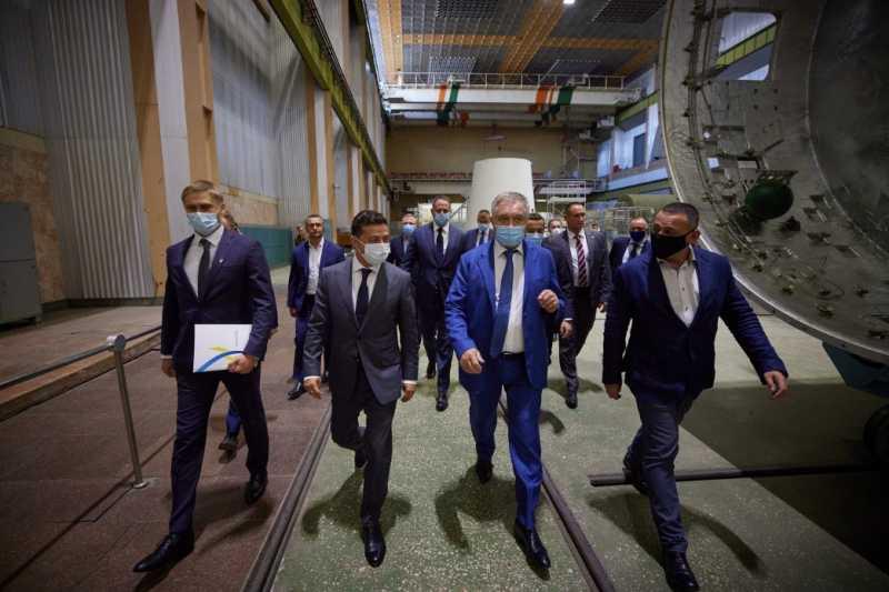 Президент Владимир Зеленский во второй раз за свою каденцию посетил «Южмаш»: Готовы сделать все, чтобы предприятие было украинским брендом, интересным для инвесторов