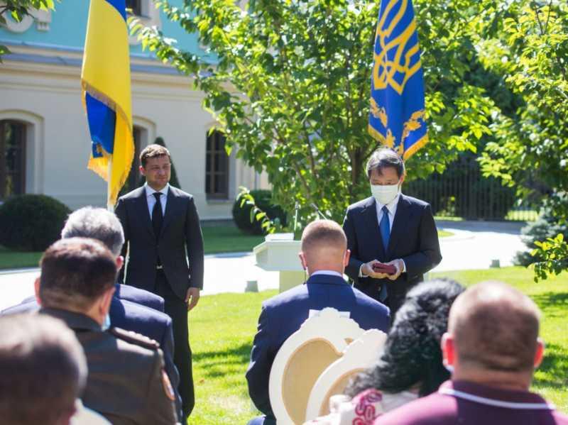 Президент вручил награды выдающимся украинцам и дипломатам: Спасибо за то, что вы есть