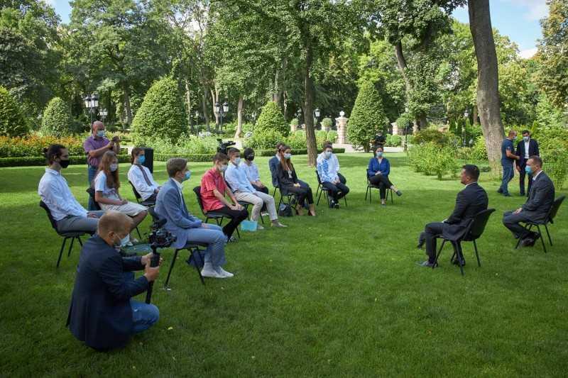 Президент встретился с лучшими выпускниками учреждений среднего образования: Очень горжусь, что есть такие талантливые молодые люди