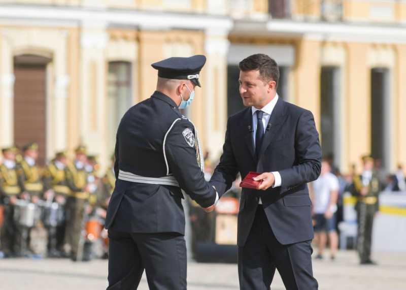 В День Независимости Владимир Зеленский присвоил звание Героя Украины трем гражданам