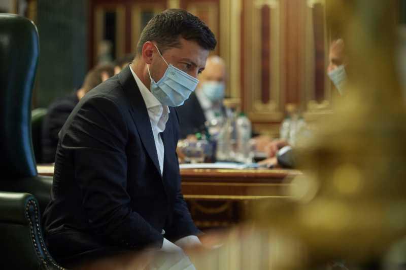 В связи с ухудшением эпидемической ситуации карантин предлагается продлить до ноября – селекторное совещание под председательством Президента Украины