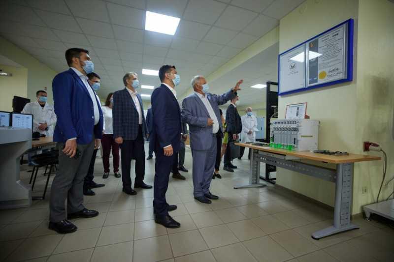 Владимир Зеленский ознакомился с работой НПП «Радий»