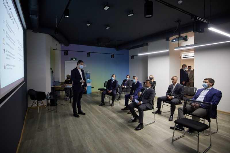 Мы должны помогать бизнесу там, где это нужно – Президент во время посещения Центра поддержки предпринимателей «Дія.Бізнес»