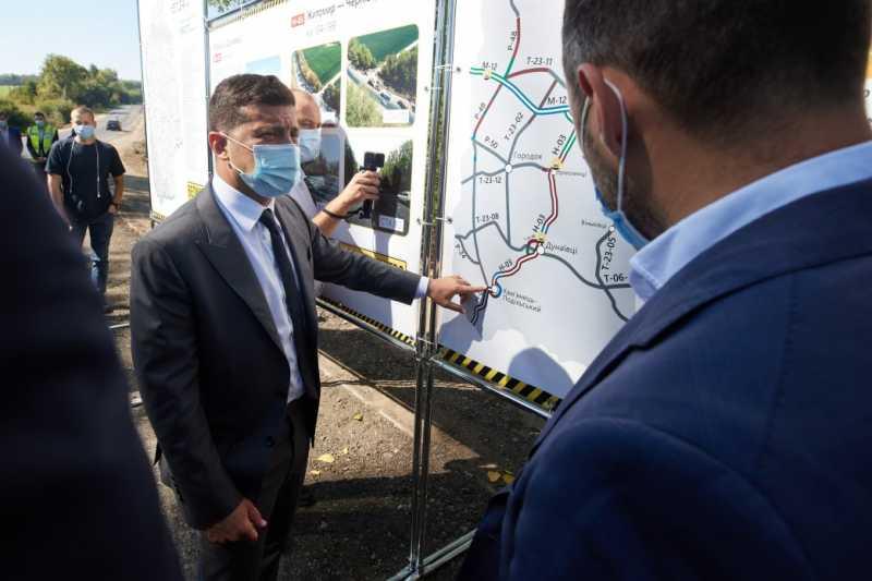 На Хмельнитчине Президент ознакомился с ходом реконструкции дороги Р-48, которую он поручил отремонтировать во время своей предыдущей поездки в область