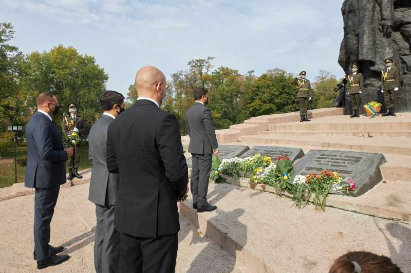 По случаю 79-й годовщины трагедии Бабьего Яра в присутствии Президента украинское правительство и Мемориальный центр Холокоста «Бабий Яр» подписали меморандум о взаимопонимании и сотрудничестве